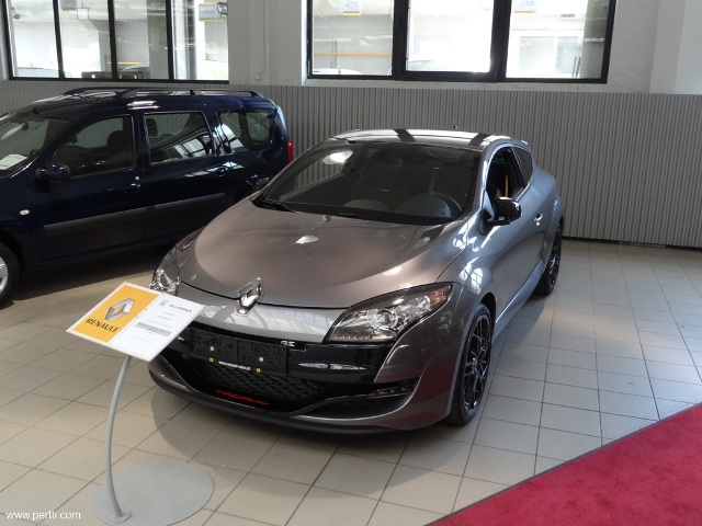 portti from finland and a new megane iii rs trophy. Black Bedroom Furniture Sets. Home Design Ideas